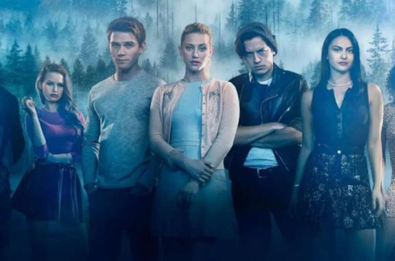 Accuse di abusi sessuali alle star di Riverdale, il cast risponde sui social