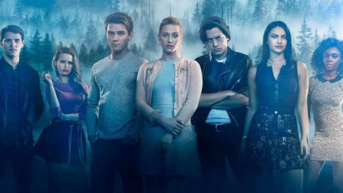 Accuse di abusi sessuali alle star di Riverdale, il cast risponde sui social