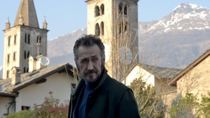 Schiavone con sullo sfondo le montagne di Aosta