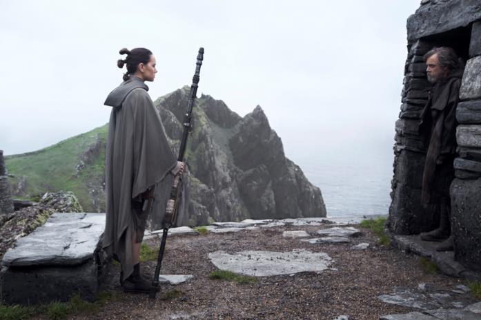 Ray raggiunge l'isola dove si trova Luke Skywalker