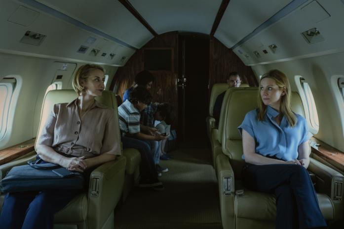 Helen e Wendy in aereo in una scena dal finale di Ozark 3