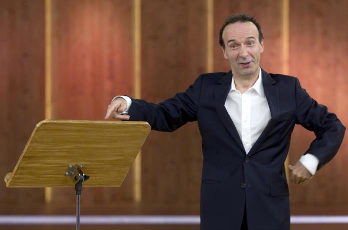 Roberto Benigni in scena nello spettacolo I dieci comandamenti