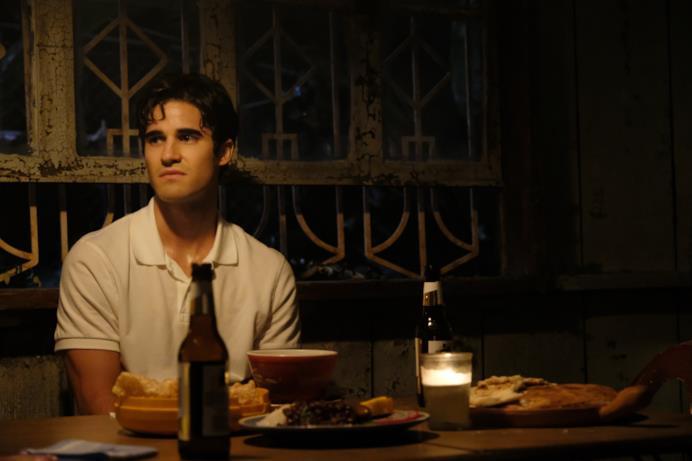 La giovinezza del killer Andrew Cunanan nell'ottavo episodio di American Crime Story