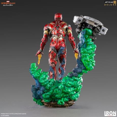 La statua di Iron Man zombie vista da dietro