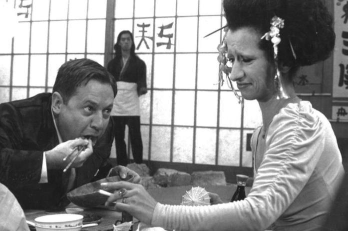 Paolo Villaggio e Anna Mazzamauro in una scena del film