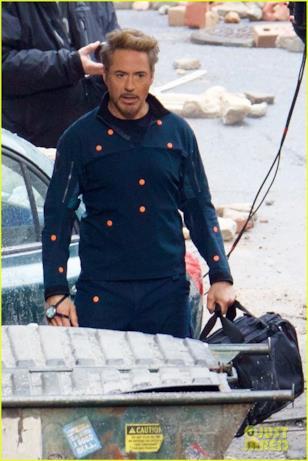 Robert Downey Jr. con una misteriosa borsa sul set di Avengers 4
