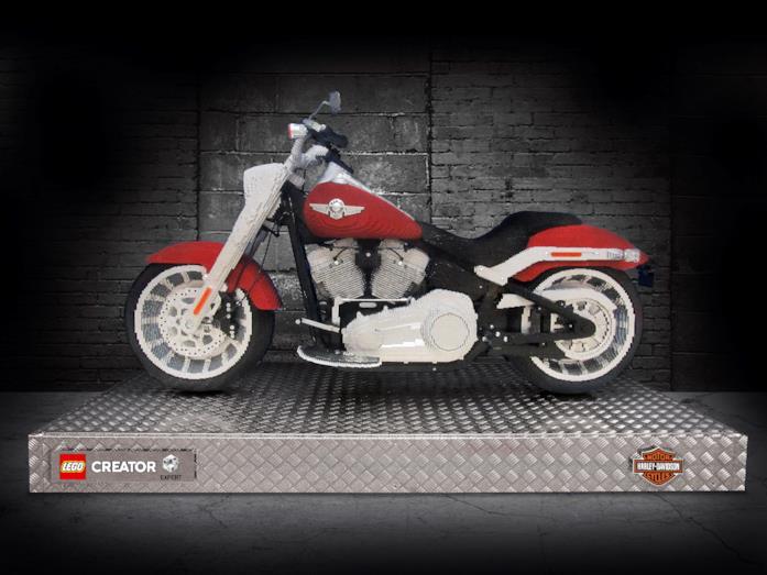 La Harley-Davidson a grandezza naturale costruita con i mattoncini LEGO