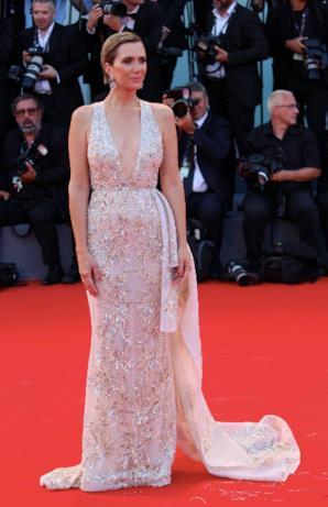 L'outfit di Kristen Wiig per il red carpet di Downsizing