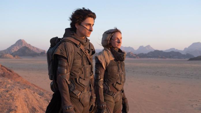 Paul e la madre in Dune contemplano l'orizzonte