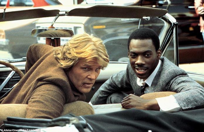 Eddie Murphy e Nick Nolte in una scena di 48 Ore