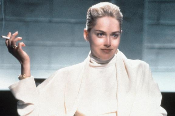 Sharon Stone nella scena dell'interrogatorio di Basic Instinct