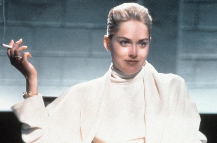 Sharon Stone nella scena dell'interrogatorio di Basic Instinct