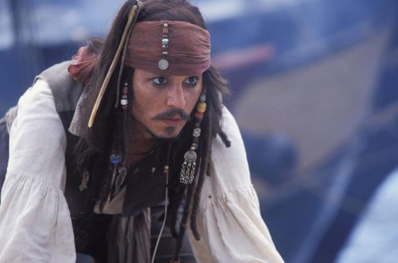Johnny Depp veste gli abiti di Jack Sparrow