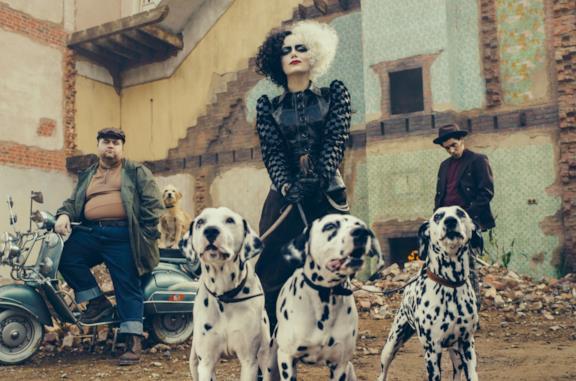 Nella scena mid credit di Crudelia appaiono Pongo e Peggy da cuccioli