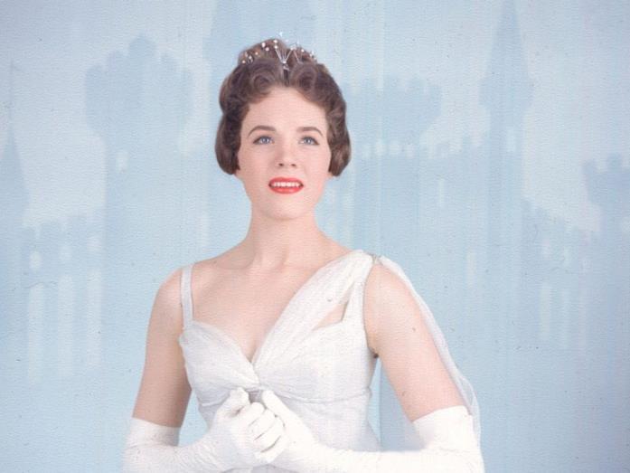 Julie Andrews veste i panni di Cenerentola