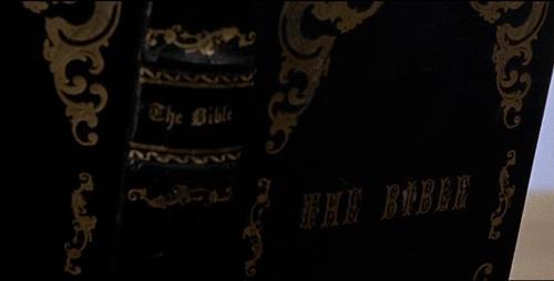 Lee Van Cleef in una scena di Per Qualche Dollaro In Più