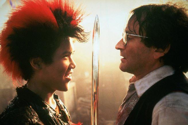 Dante Basco e Robin Wiliams in una scena del film di Spielberg