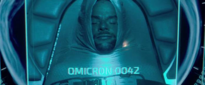 Malik Zidi in una scena del film Netflix Oxygène