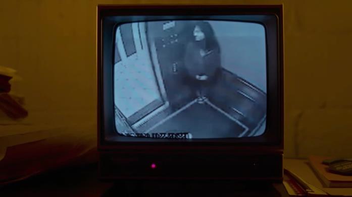 Elisa Lam nel video delle telecamere di sicurezza dell'hotel, come presentato nella docuserie Netflix
