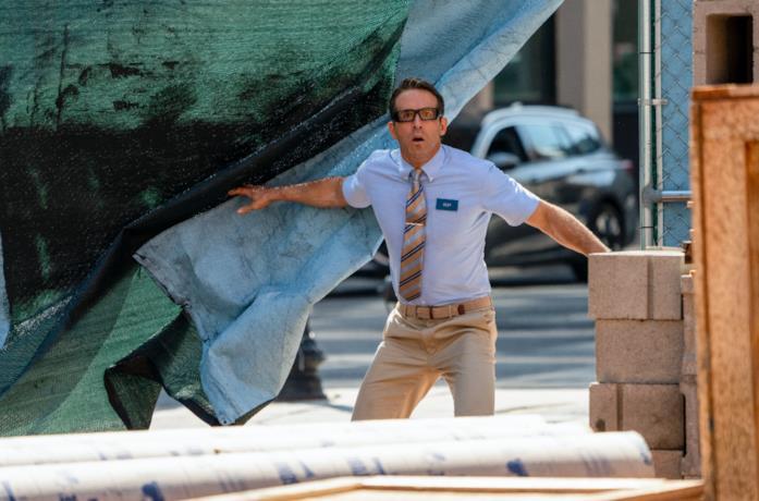 Ryan Reynolds entra in un cantiere