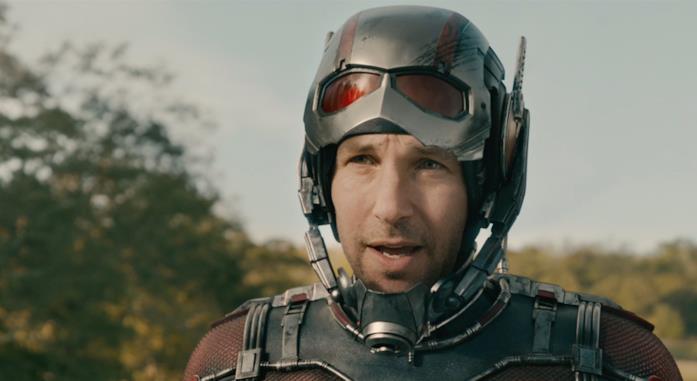 Paul Rudd in costume di scena è Ant-Man