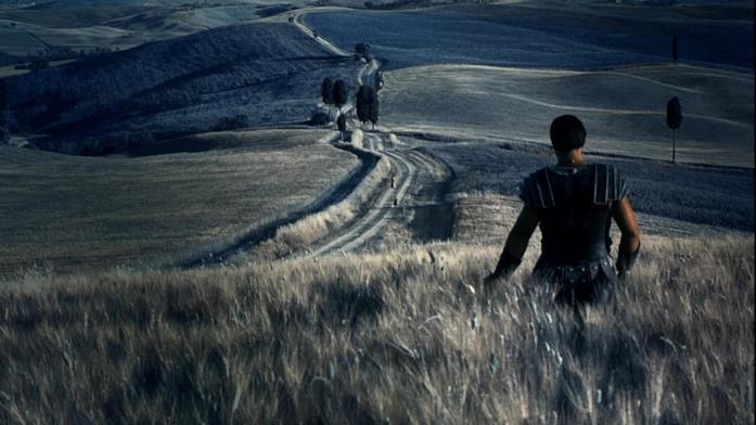 Russell Crowe di spalle in un'immagine de Il Gladiatore