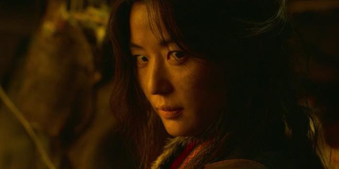 Gianna Jun in una scena della serie Kingdom