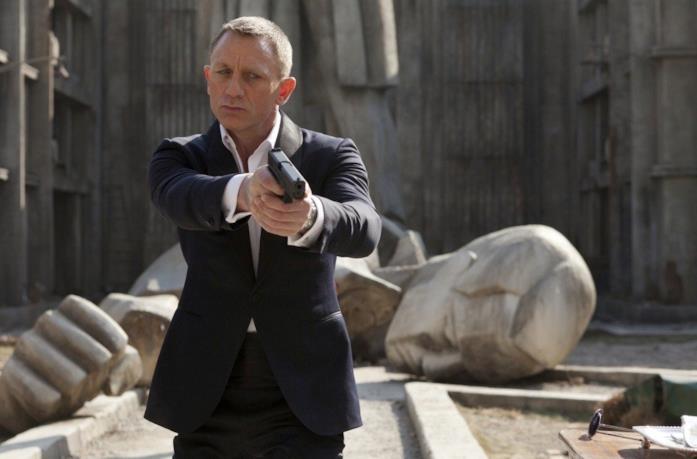 Daniel Craig punta la pistola