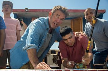 Dennis Quaid e Jimmy Gonzales in Blue Miracle - A pesca per un sogno