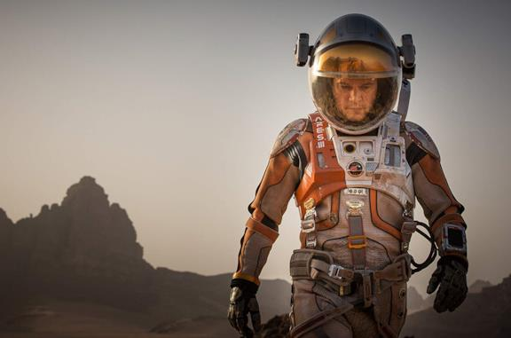 Matt Damon in una scena del film The Martian