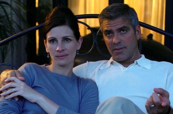 Primo piano di George Clooney e Julia Roberts