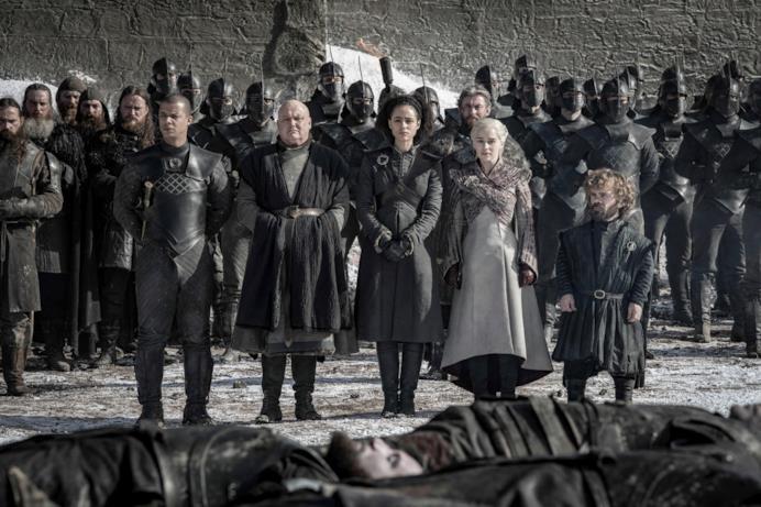 Daenerys e la sua corte rendono omaggio ai caduti della Grande Guerra a Winterfell