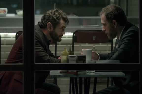 Vinicio Marchioni e Valerio Mastandrea in una scena di The Place