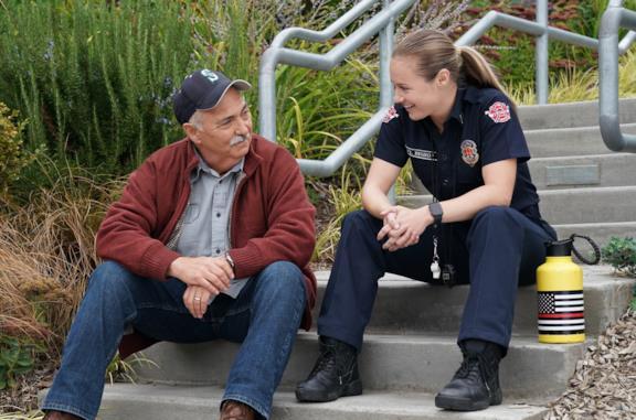Pruitt Herrera (sinistra) e Maya Bishop (destra) in una scena di Station 19