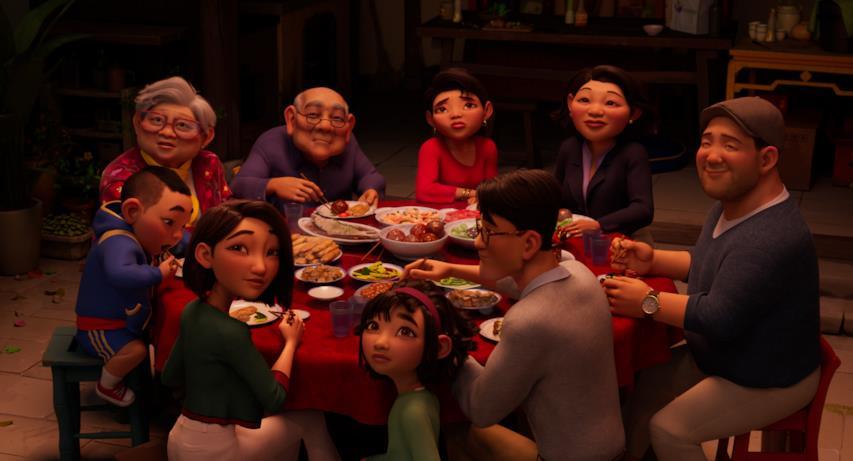 I parenti di Fei Fei del film mangiano attorno a un tavolo