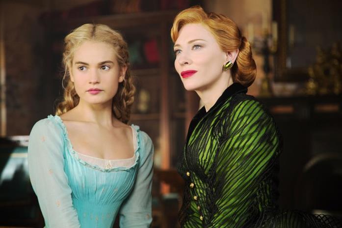 Cate Blanchett e Lily James in una scena di Cinderella