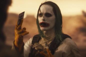Joker porge una carta a Batman