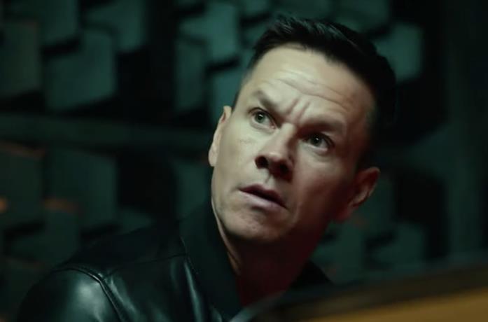 Un primo piano di Mark Wahlberg nel film Infinite