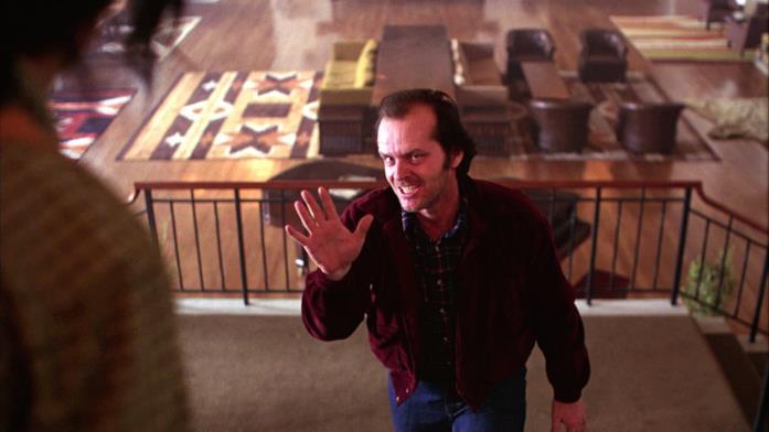 Il protagonista cerca di aggredire la moglie nella Sala Colorado