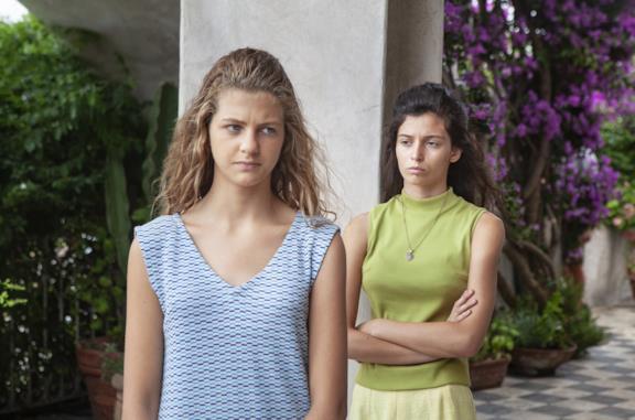 Lenù e Lila in una scena de L'amica geniale 2