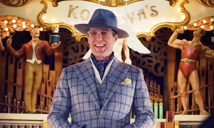 Hugh Grant sorride elegantissimo in Paddington 2