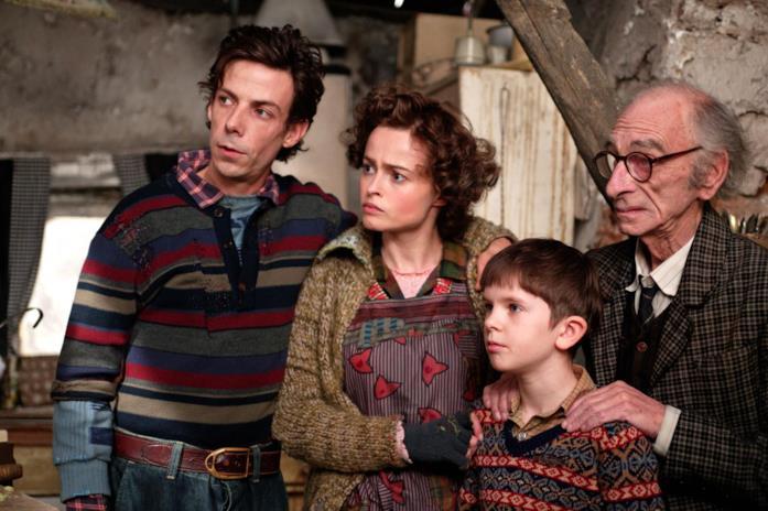 Charlie Bucket insieme ai genitori e al nonno Joe