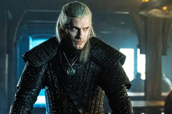Henry Cavill in una scena da The Witcher