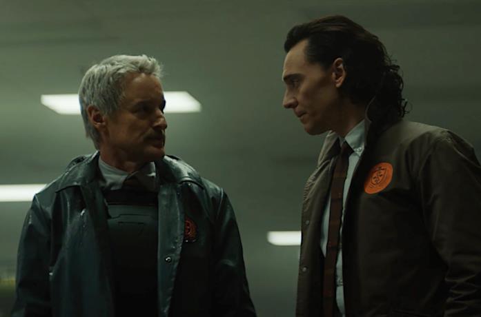 Mobius e Loki in veste di agenti della TVA