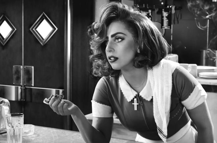 Lady Gaga in una scena di American Horror Story
