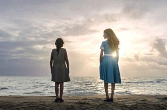 Adriana e l'Arminuta in riva al mare