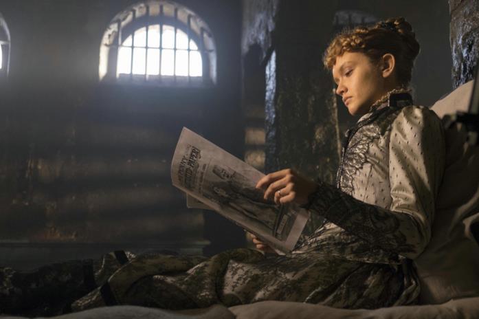 Olivia Cooke in una scena del film The Limehouse Golem - Mistero sul Tamigi