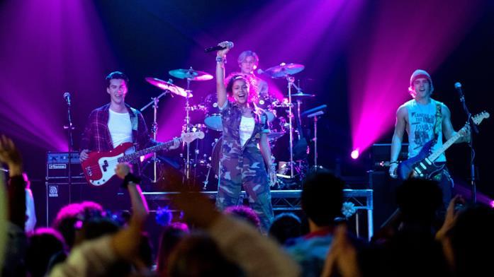 Julie and the Phantoms: la band sul palco