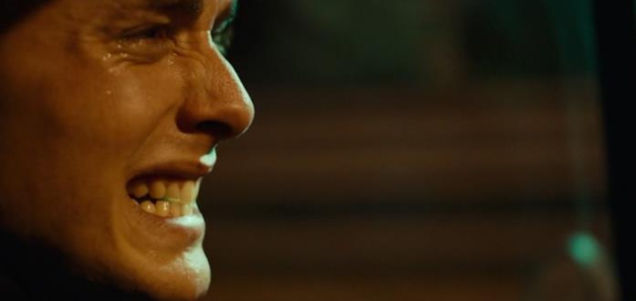 Un primo piano di Matteo Olivetti in una scena del film La terra dell'abbastanza