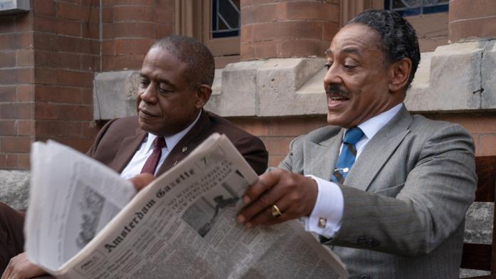 Forest Whitaker e Giancarlo Esposito leggono il giornale